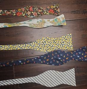 Kids bow ties Lot of (5)